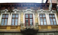Зруйнований фасад
